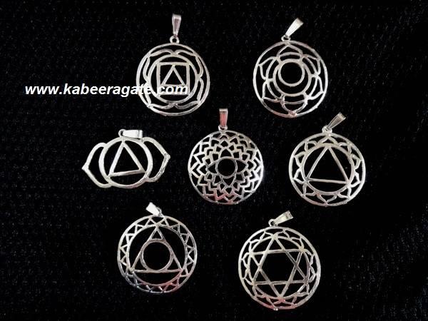 Chakra Symbole Metal Pendent Set